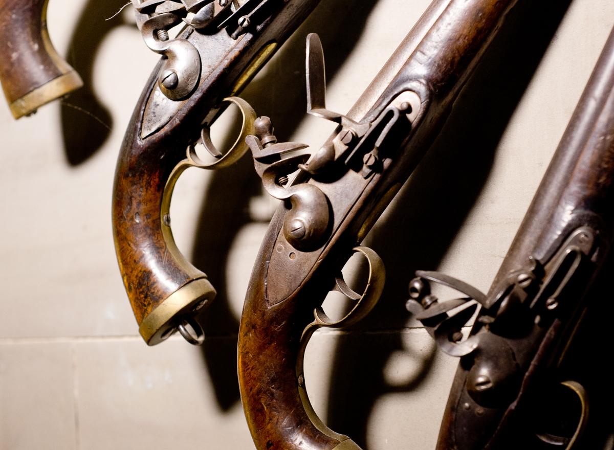 A display of flintlock pistols