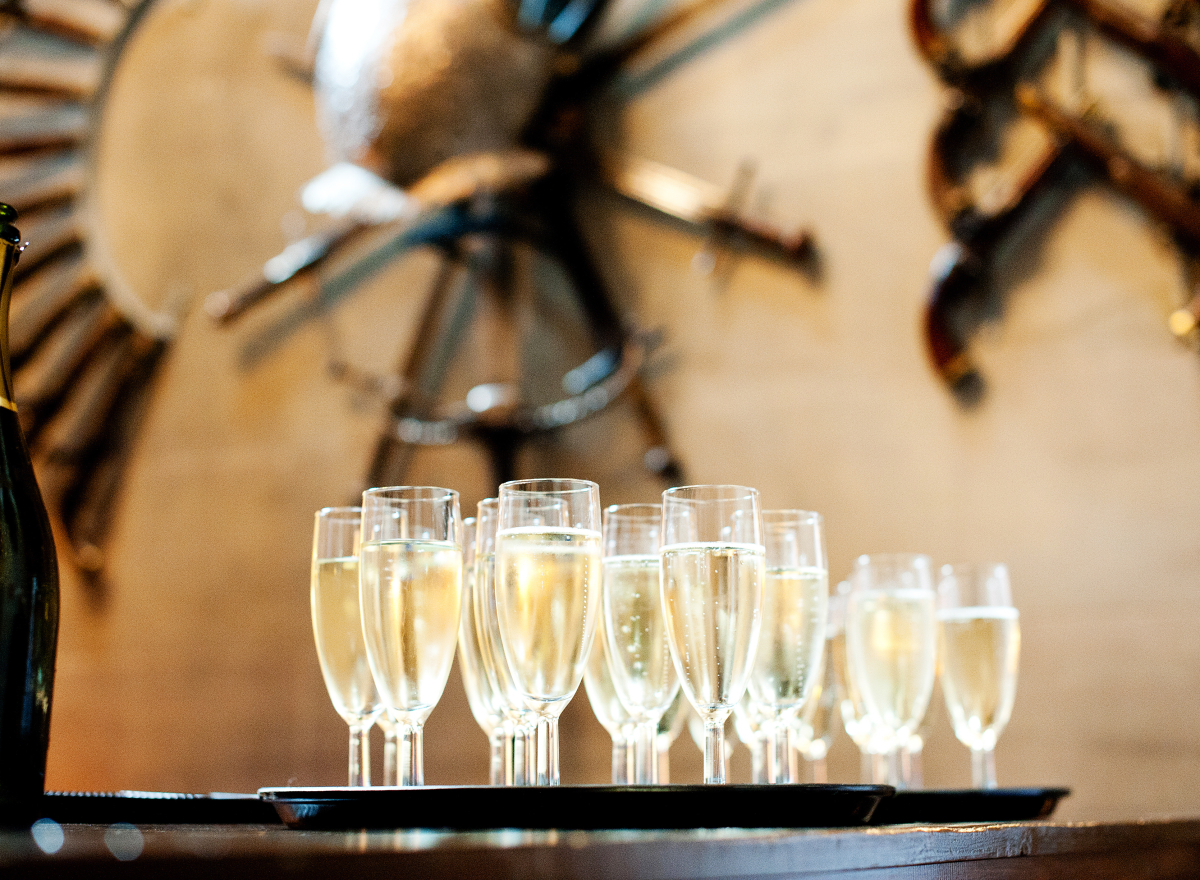 A tray full of champagne flutes, full of fizz
